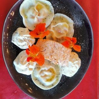 Lachs mit gefüllten Wan Tan auf Wasabischaum 2