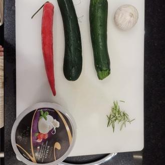 Burrata auf gebackenem Bauernbrot und Chili-Zucchini 1