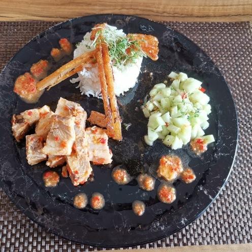 Schweinebauch mit Chilisauce und Gurkenrelish 5