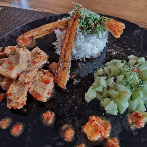 Schweinebauch mit Chilisauce und Gurkenrelish 6