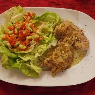 Fledermaus mit gerösteten Zwiebel und buntem Salat 6