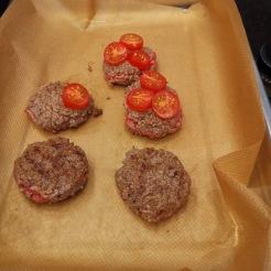 Burger mit Champignons, Käse, Trüffelsauce und Spiegelei 6