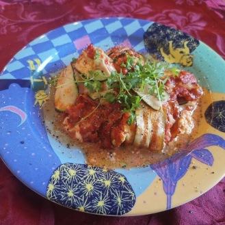 Zucchini-Käse-Röllchen in Tomatensauce 2