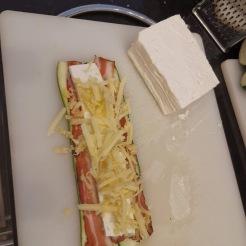 Zucchini-Käse-Röllchen in Tomatensauce 6